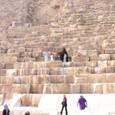 ギザの三大ピラミッド  1つの石も大きいですね!