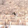 ギザの三大ピラミッド  狭い入口から奥へ