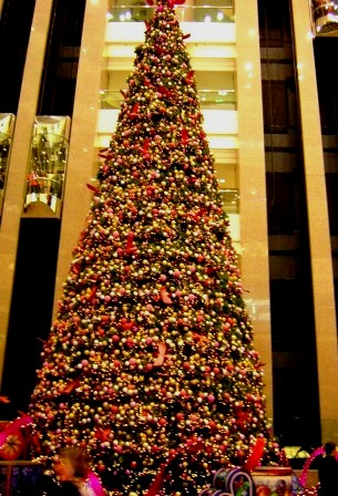 32m Chrismas Tree  by Theo